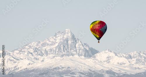 canvas print picture Monviso e mongolfiera colorata