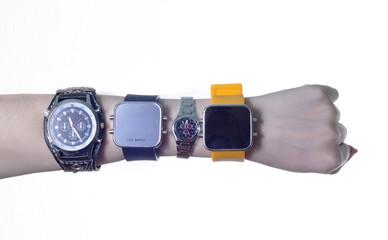 часы на руке четыре штуки