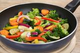 Gericht kochen Gemüse in der Pfanne