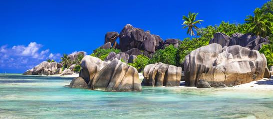 Seychelles  - panorama with impressive granite rocks in La Digue © Freesurf