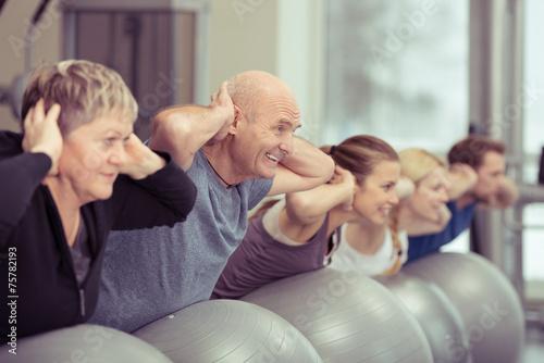 Leinwanddruck Bild verschiedene generationen trainieren zusammen