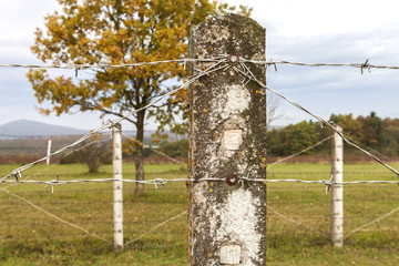 Zaun Stacheldraht © Matthias Buehner