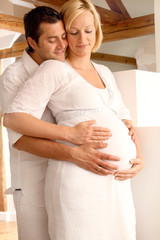 Paar freut sich auf ihr Baby