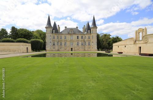 canvas print picture Berühmtes Weingut Chateau Pichon Longueville in Pauillac