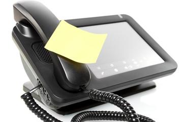 Telefon mit Merkzettel © Matthias Buehner