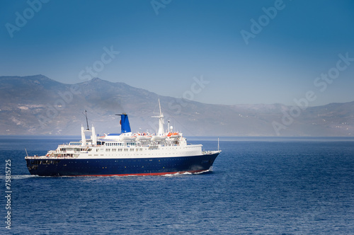 canvas print picture cruise ship arriving in port of Athens