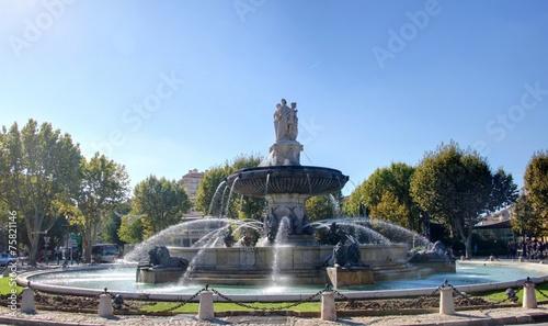 Foto op Plexiglas Fontaine fontaine à aix en provence