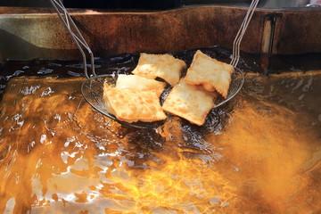 gnocco crescentina fritta nell'olio