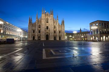 Piazza Duomo all'alba