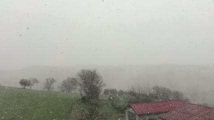 Ostra Vetere, Italia - Bella nevicata, slowmotion 0.5 x
