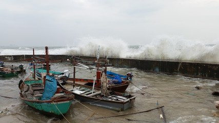 Big wave attack huahin pier thailand