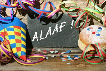 """""""Alaaf"""" Tafel mit Schrift und Faschingsdekoration"""