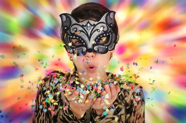 Mädchen mit Katzenmaske