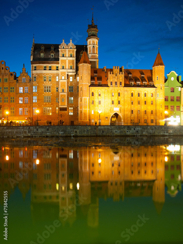 Mariacka gate in Gdansk by night - 75842555