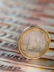 One euro on banknotes of Europe