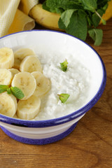healthy breakfast cottage cheese with fresh banana