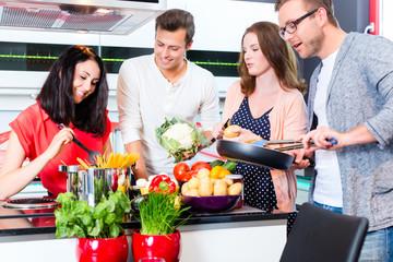 Bilder und videos suchen drinnen for Studenten küche