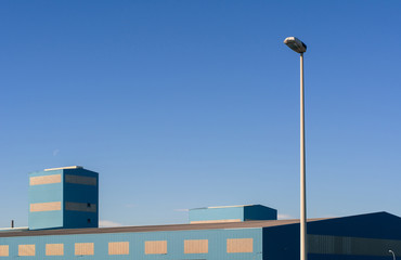 Vista Exterior De Un Edificio Industrial