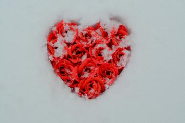 сердце в снегу