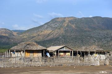 Traditionelle Holzhäuser im Nordwesten Haitis