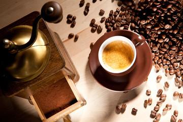 Genuss von frisch gemahlenen Kaffeebohnen