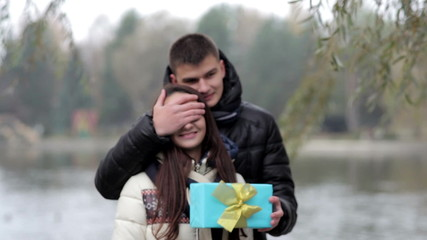 boyfriend gives a girl a gift on Valentine's Day