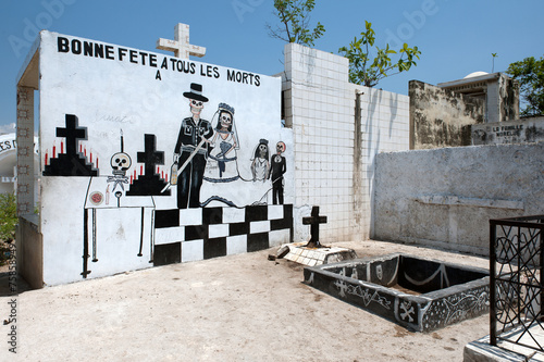 Fotobehang Begraafplaats Voodoo-Stätte mitten auf Zentralfriedhof, Port-au-Prince, Haiti