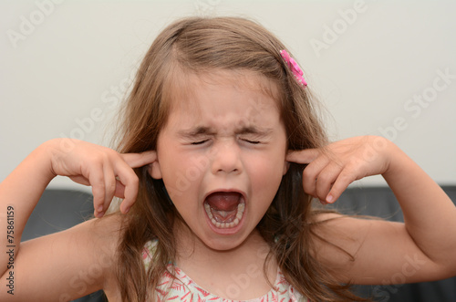 Screaming child - 75861159