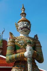 Dämonen Wächter am Tempel Wat Arun in Bangkok