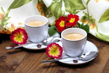 Caffè e fiori a colazione