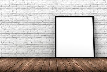 pannello appoggiato a muro bianco