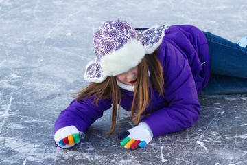 Little girl fell to the ice