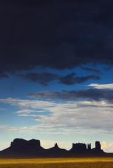 Silhouette im Abendlicht am Monument Valley, USA