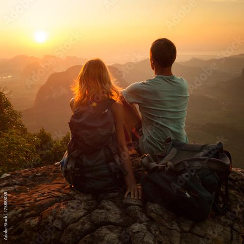 Fotobehang Alpinisme Hikers
