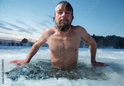 Ice hole - 75888175