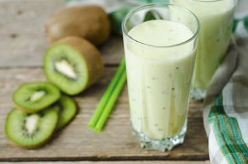milkshake kiwi in a glass with straws