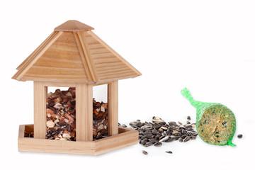 Vogelhäuschen mit Futter
