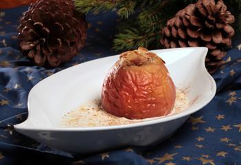 Marzipan-Bratapfel mit Vanilleschaum