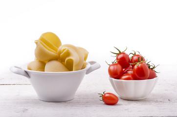 pasta italiana con pomodori