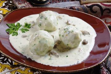 Kartoffelklöße mit  Rahmsauce