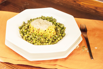 Rice with amaranth, peas and mushrooms.