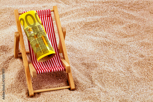 canvas print picture Liegestuhl mit Euro Geldschein