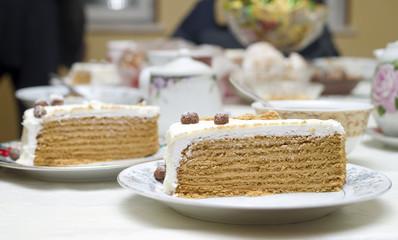 honey cake with cream