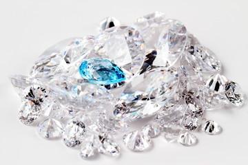 光り輝くダイヤモンド