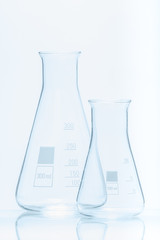 Set of two empty temperature resistant conical flasks for measur