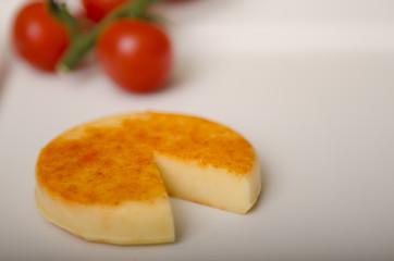 kawałek sera żółtego