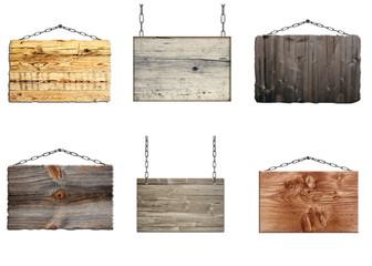 verschiedene alte Holzschilder an Ketten