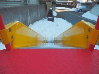 滑り台で滑る準備