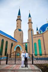 Мечеть. Мусульманин и мусульманка