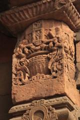 colonne décorée dans Qutb Minar